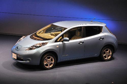 写真・図版 : 日産自動車のEV「リーフ」