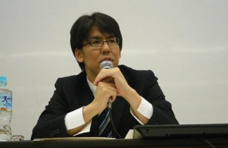 写真・図版 : 検察報道について語る板橋洋佳記者