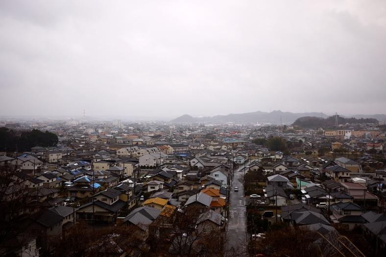 写真・図版 : 甚大な津波被害を受けたものの、復興に向けて少しずつ動き始めているいわき市小名浜の街並み。=3月21日(写真:小松浩二)