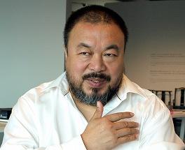 写真・図版 : 中国当局に逮捕された芸術家・艾未未氏