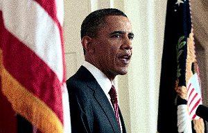 写真・図版 : ホワイトハウスで1日、ビンラディン容疑者の死亡について声明を読み上げるオバマ米大統領=AP