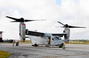 写真・図版 : 米軍普天間飛行場に配備予定の新型輸送機MV22オスプレイ=米ノースカロライナ州の海兵隊ニューリバー航空基地で