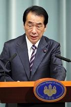 写真・図版 : 記者会見で、退陣についての条件を明らかにした菅直人首相=6月27日夜、首相官邸で