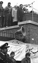 写真・図版 : 占拠されたイランの米大使館=1980年4月