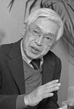 写真・図版 : 司会 ジャーナリスト 藤田博司