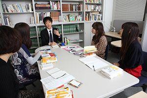 写真・図版 : 東京大学先端科学技術研究センターで 撮影=佐藤類