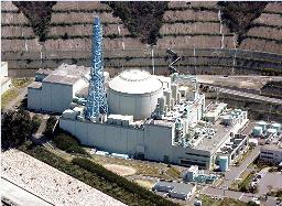 写真・図版 : 高速増殖原型炉「もんじゅ」=敦賀市白木で、本社ヘリから