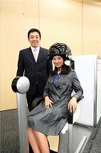 写真・図版 : 「モノマガジン」で紹介した脳波によるロボット操作