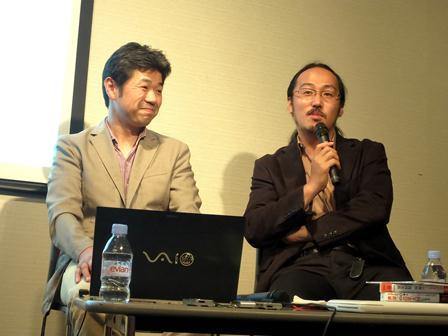 写真・図版 : 勝川俊雄氏(左)と浅川芳裕氏=東京・青山ブックセンター本店