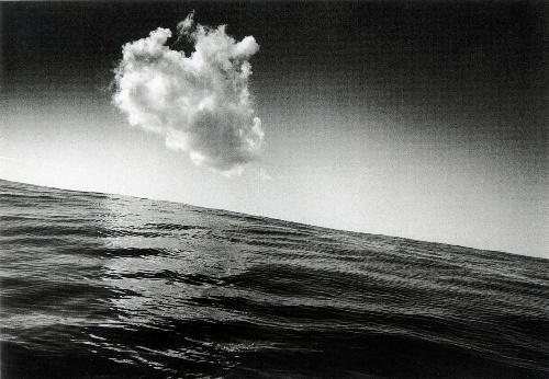 東松照明の写真は、今こそ見られるべき作品だ