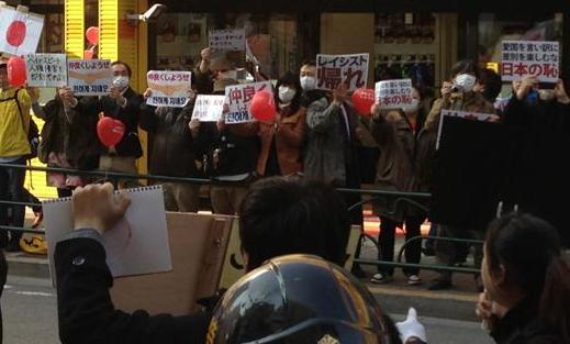 ヘイトスピーチ反対の活動=2013年3月17日、 筆者撮影