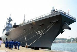 護衛艦「ひゅうが」=2012年5月、舞鶴市