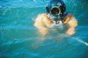 タイラギ漁の潜水服=撮影・筆者