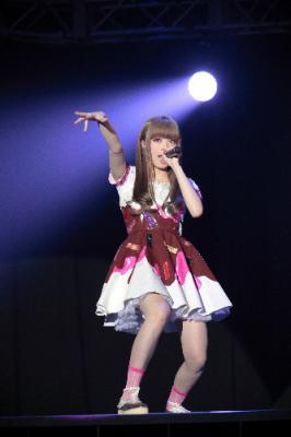 「KAWAii!! MATSURi」のきゃりーぱみゅぱみゅ=4月21日、東京・千駄ケ谷