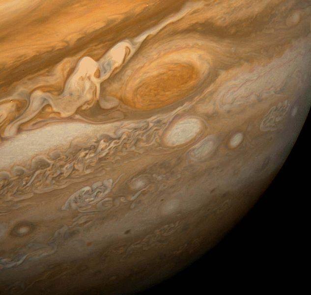 写真・図版 : ボイジャー1号が撮影した木星の大赤斑(NASA提供)