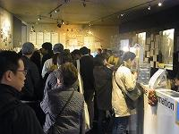 特集上映初日の1回目『一人息子』上映前のロビー=2013年11月23日、東京・神保町シアター