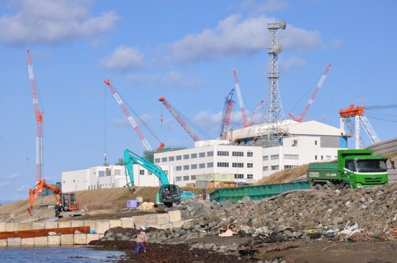 写真・図版 : 建設中の大間原発。2013年11月、撮影・朝日新聞・綱島洋一