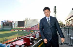 ニューヨーク・ヤンキース入りを報告する記者会見が終わり、ホームグラウンドだったコボスタ宮城を去る田中将大投手=2014年1月23日