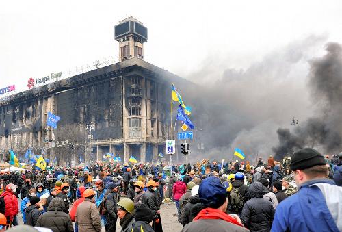 反政権派と治安部隊が衝突したウクライナの独立広場=2014年2月20日
