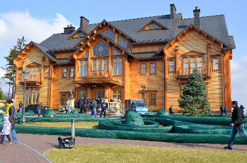 ヤヌコビッチ前大統領が住んでいた豪邸は市民に公開された=キエフ郊外
