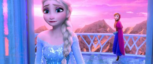 『アナと雪の女王』のアナ(右)と姉エルサ (C)2014 Disney. All Rights Reserved..jpg