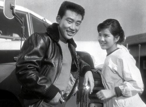 映画化された『いつでも夢を』。出演した吉永小百合と橋幸夫