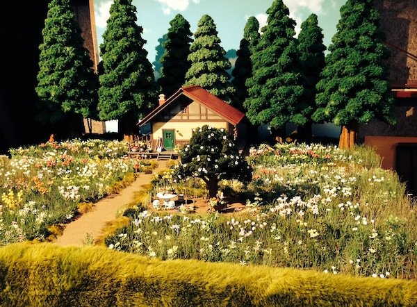 家と庭の全景セット。1本1本手作りで植え込まれた花々が美しい