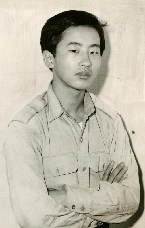 山口二矢(やまぐち おとや)に腹部を刺され死亡した。山口は犯行の約3週間後、収容先の東京少年鑑別所で自殺した=1960年ごろ撮影