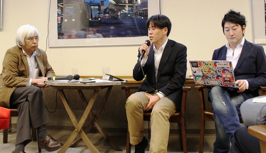 写真・図版 : ジャーナリズムについて議論する尾関章、亀松太郎、堀潤の3氏(左から)