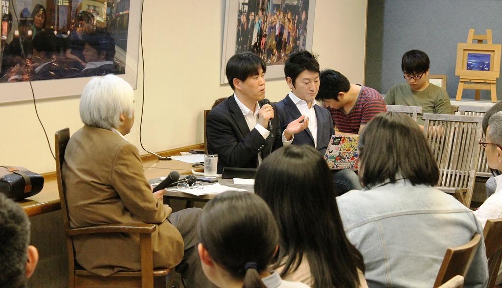3人の議論に熱心に耳を傾ける人が多かった=2014年4月21日、東京・池袋のジュンク堂書店池袋本店