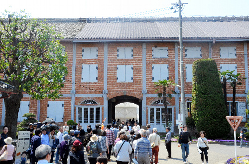 見学者でにぎわう富岡製糸場
