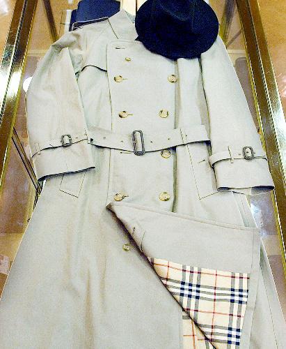 バーバリーのトレンチコート。裏地などに使われる「バーバリーチェック」は日本でも広く知られている