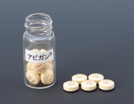 写真・図版 : 富士フイルムがエボラ出血熱向けに追加生産を決めたインフルエンザ治療薬「アビガン(一般名はファビピラビル)」=富士フイルム提供