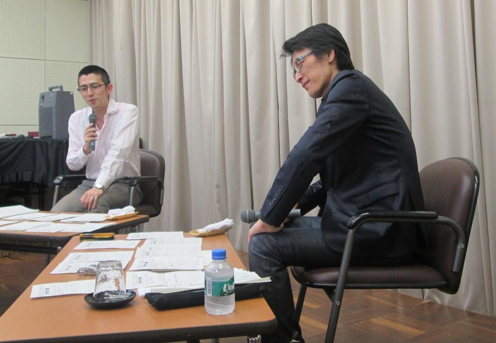 写真・図版 : 國分功一郎さん(右)と木村草太さん 提供=国立市公民館