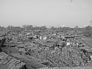 写真1 インド・コルカタのスラム。住宅が密集している