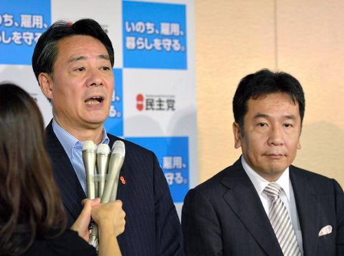江田万里代表。右は新幹事長に内定した枝野幸男元官房長官