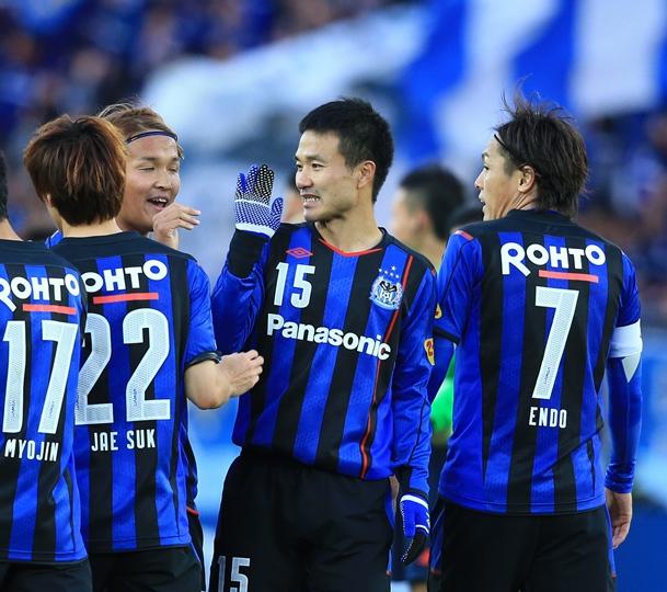 天皇杯の優勝を決めて喜ぶガンバ大阪の今野(15)=12月13日、日産スタジアム