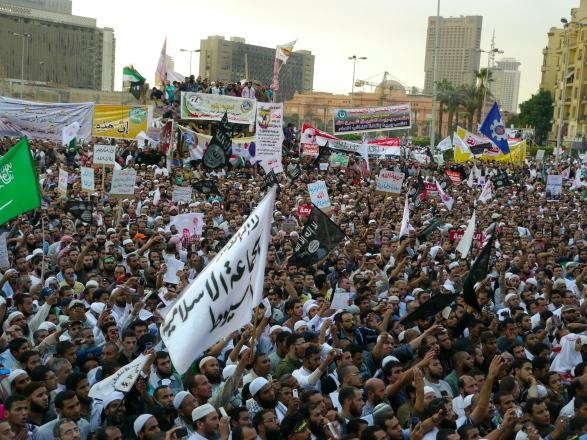 カイロのタハリール広場でのサラフィー主義者の大規模集会=2012年11月、川上撮影