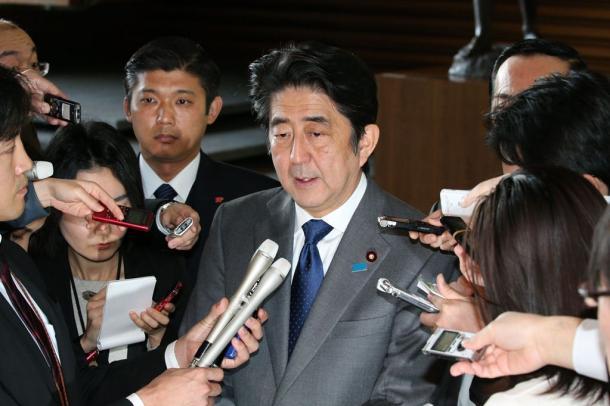 写真・図版 : 安倍晋三首相が主張する「積極的平和主義」の内実が問われている