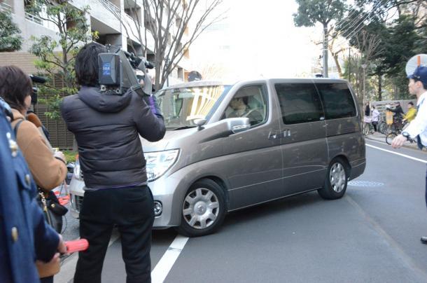 武蔵野署に入る少年を乗せた車/つまようじ動画、19歳逮捕20150118