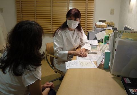写真・図版 : 東京都内の診療所の風景