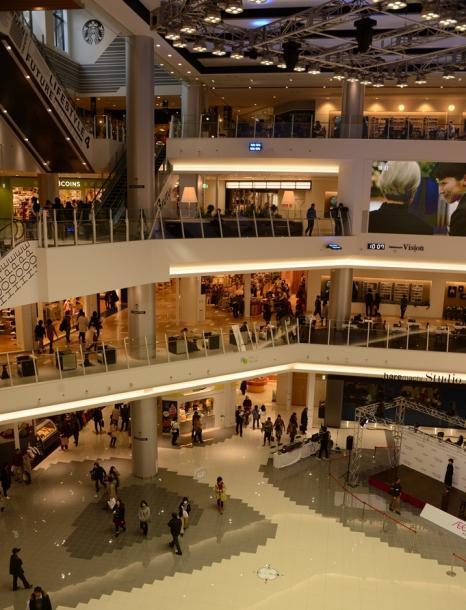 写真・図版 : 2014年末に開店したイオンモール岡山=岡山市