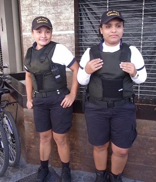 首都の街で出会った女性警察官