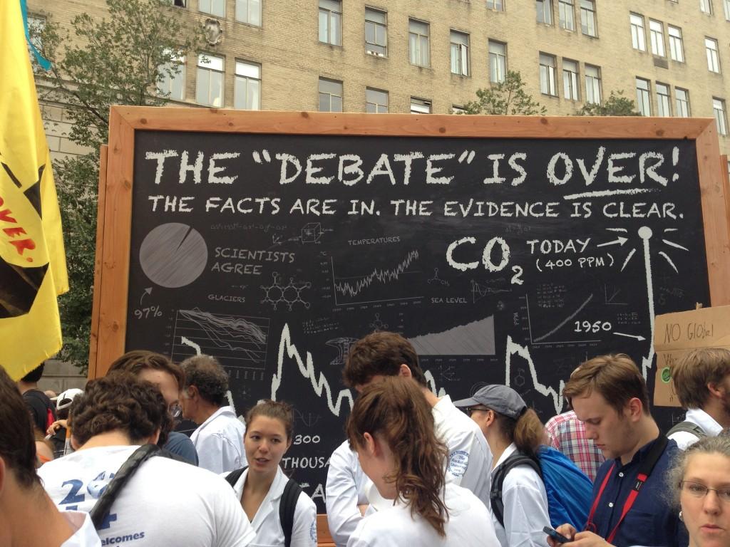 写真5. 温暖化懐疑論を否定する科学者のグループ=筆者撮影