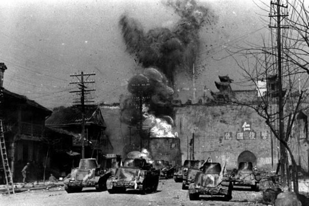 南京城を包囲した日本軍は193712月12日、城壁に向かって総攻撃を開始した。南京市街地の南にある中華門が工兵隊の手で爆破