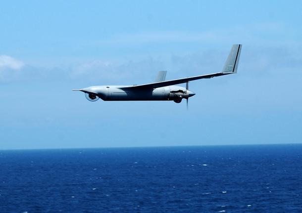 試験飛行中に大破した無人偵察機「スキャン・イーグル」の同型機=ボーイング社提供