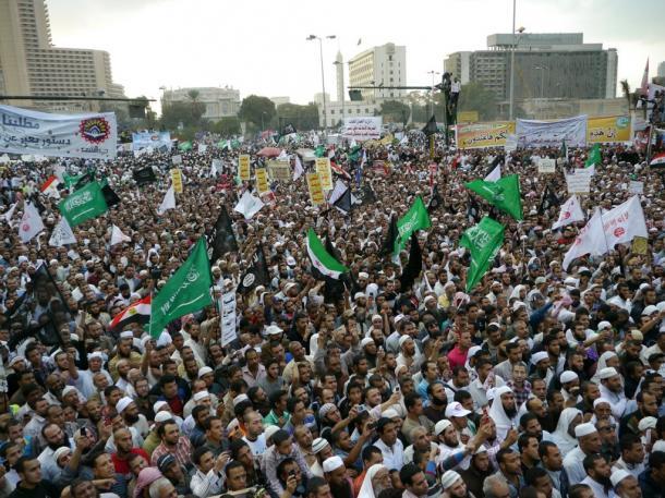 カイロのタハリール広場に集まったイスラム厳格派サラフィー主義者の大規模集会=2012年11月、写真はいずれも川上撮影