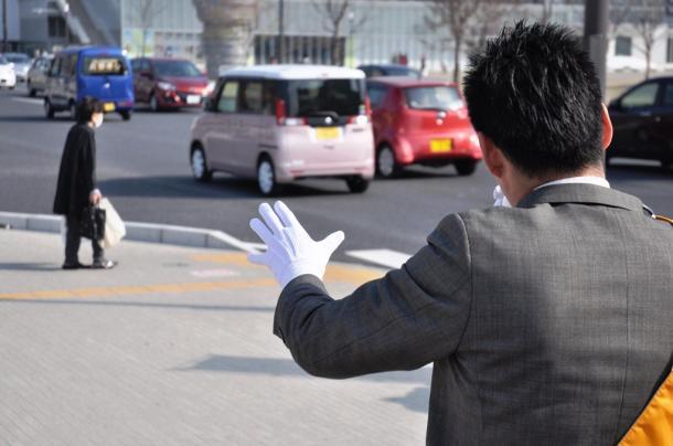 写真・図版 : 街頭で支持を訴える候補者=大分県