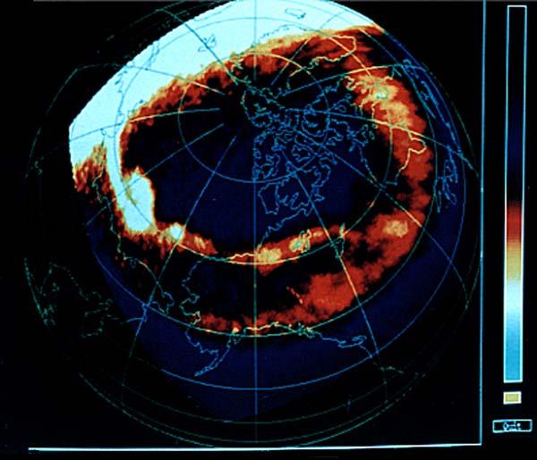 写真・図版 : サブストーム爆発後のオーロラの全体像(JAXA提供)。全体像としては当時世界最高の空間分解能で、これら画像を磁力計やプラズマ分析器などと組み合わせることで、オーロラ電流系のダイナミックスが明らかになった。