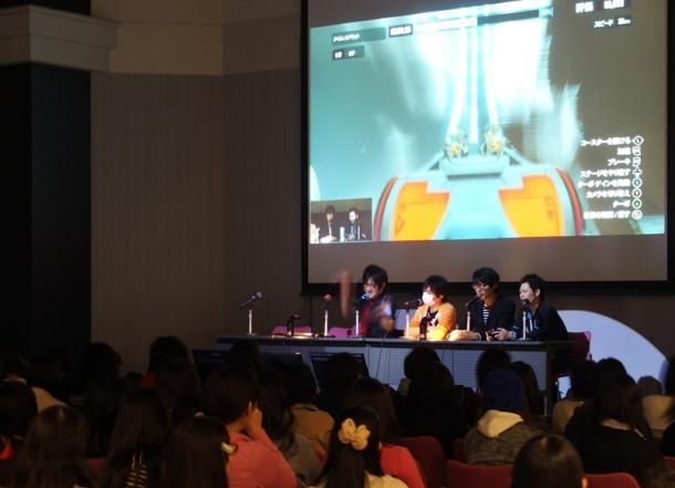 「ゲーム実況」イベントでは多くの若い女性が壇上のプレーヤーを見つめていた=3月29日、京都市下京区201504